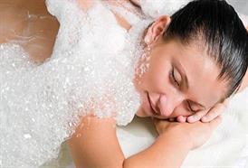 Exotická masáž HAMMAM vás zavede do ráje plného pěny