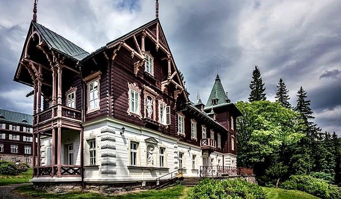 Karlova Studánka - lázeňský dům Vlasta