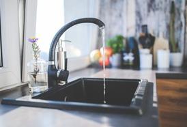 Na jaké škodliviny v pitné vodě si dát pozor?