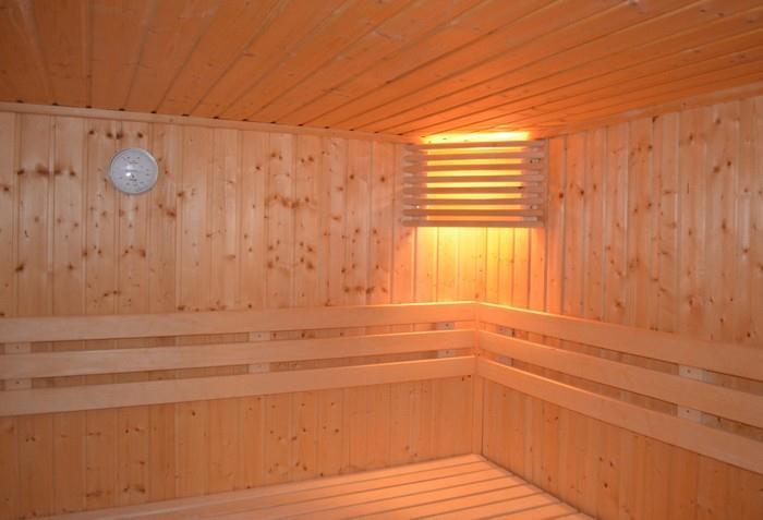 Kromě saunování v klasické sauně jsou dnes velmi oblíbené infrasauny