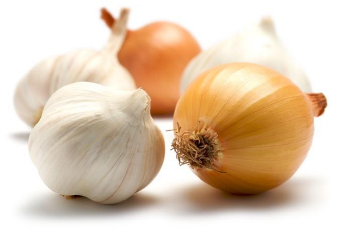česnek a cibule také dobře odvádějí těžké kovy z těla