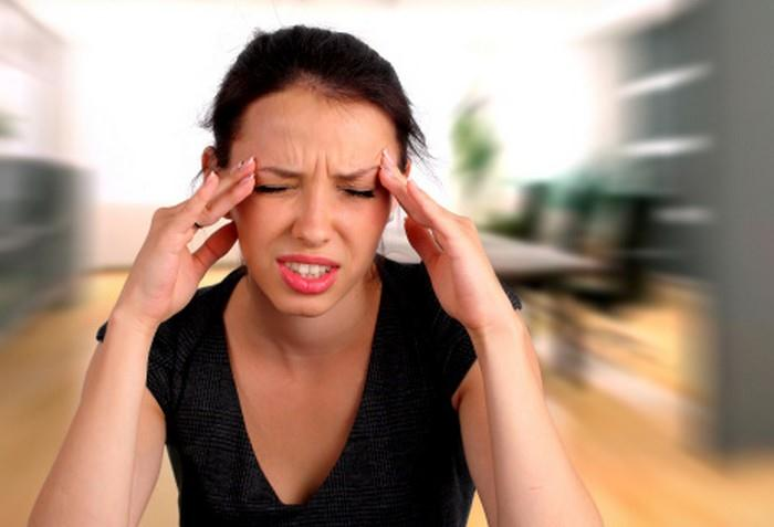 bolest hlavy může být příznakem intoxikace těžkými kovy