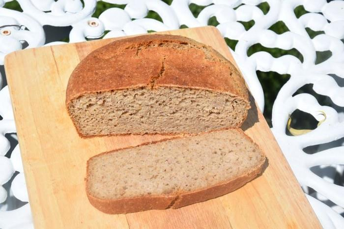 Tmavý chléb bez lepku z klasické trouby
