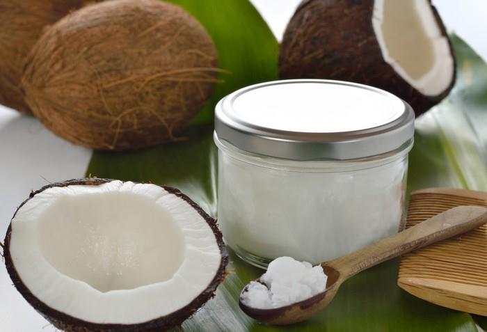 Kokosový olej je potravina vyrobená z jader zralých kokosových ořechů