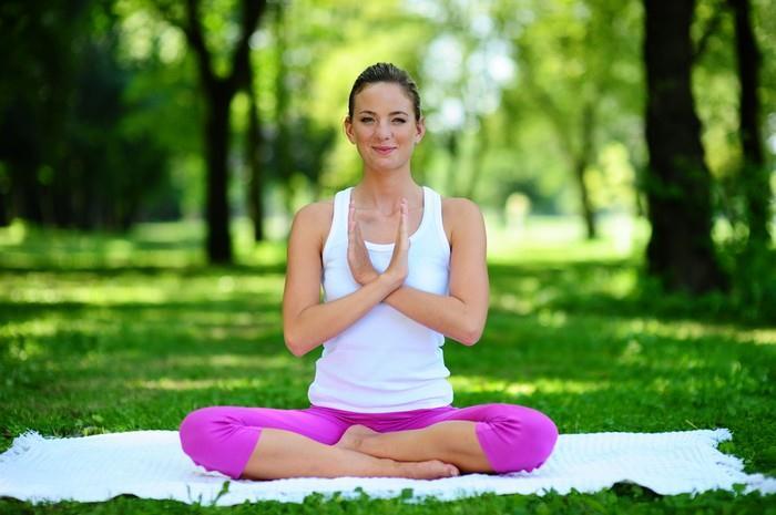 Správně prováděné jógové techniky nádechu a výdechu se zpětně odrazí právě v emocionální rovině člověka